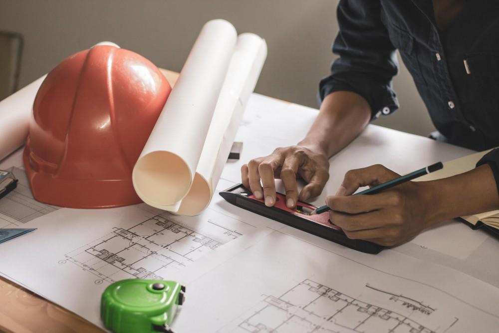 Na czym polega szkolenie okresowe BHP dla pracowników inżynieryjno-technicznych?
